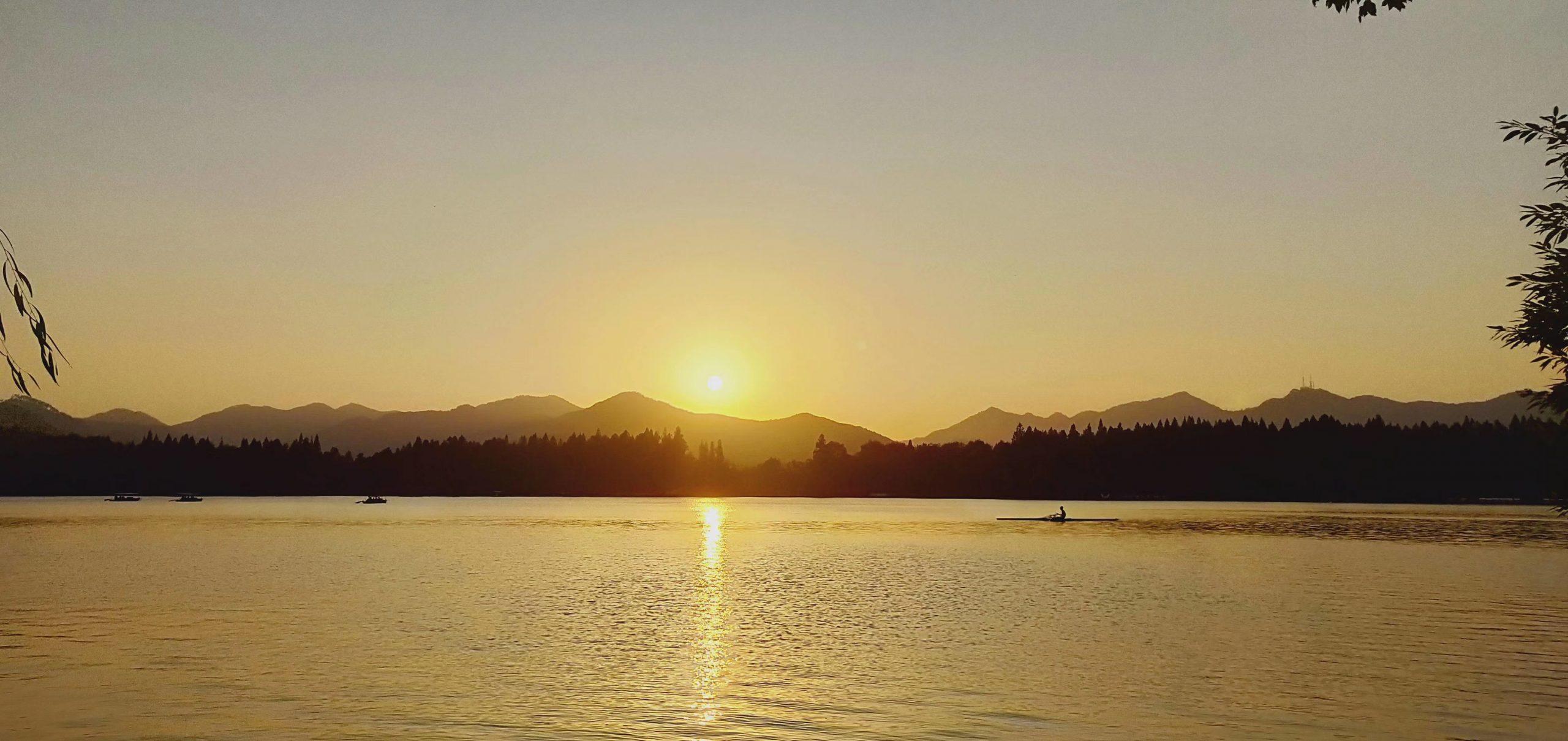 傍晚的西湖美景